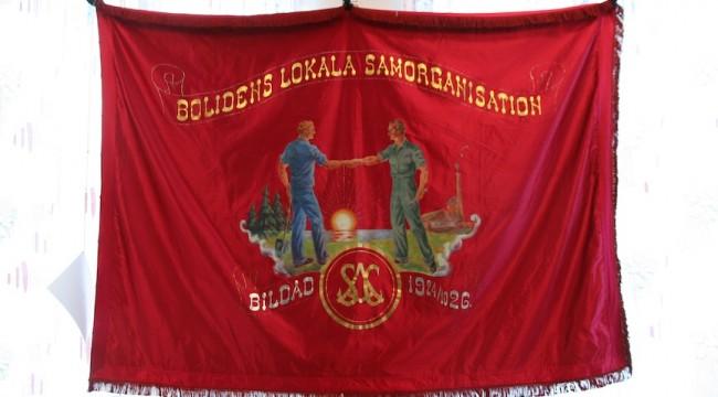 Röd fana från Bolidens lokala samorganisation
