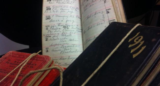 Fotografi på några av Hjalmar Höglunds almanackor.