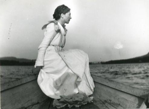 Anna Å i båten i Borgsjö Fotograf Maja Beskow