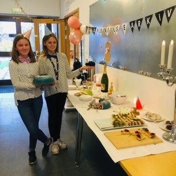 Tårtgeneralerna Signe Åström och Signe Karlsson inför firandet i Skellefteå